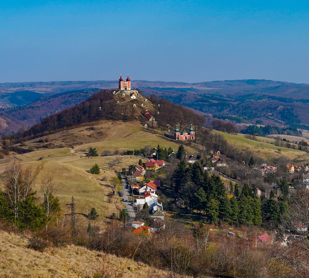 Scharffenberg (Éles-hegy) a kálváriával díszítve. Forrás: Gashpar Creative