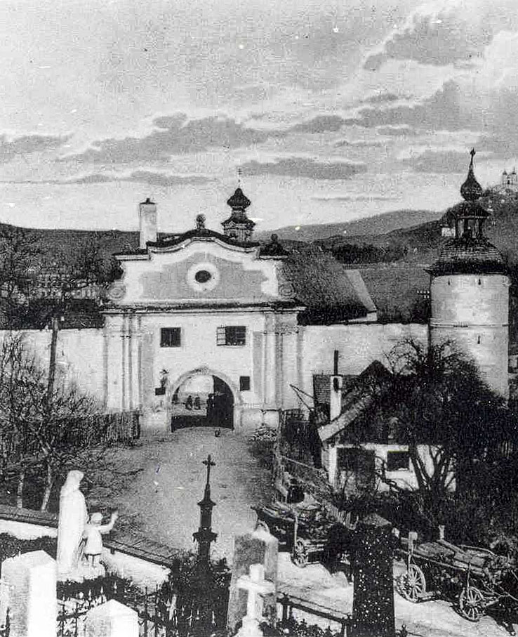 View of the Piarg Gate and the New Castle, which were significant parts of the anti-Ottoman fortifications of Banská Štiavnica. Resource: banskastiavnicatravel.sk